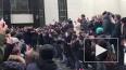 Поклонники проводили Децла в последний путь аплодисмента...