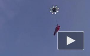В сети появилось улетное видео: Санта поменял оленью упряжку на дрона и сноуборд