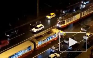 Пробка из трамваев на Дыбенко