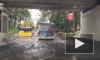 Автомобилисты второй день застревают в потопе на проспекте Ленина