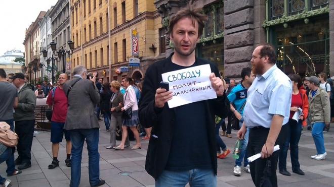 """""""Навальный сход"""" в Петербурге собрал веселую молодежь"""
