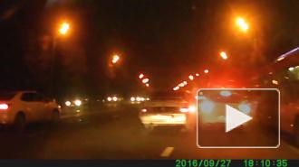 Появилось видео, как в Казани LADA чуть не опрокинула Renault