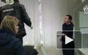 Опубликовано видео из банка в Екатеринбурге, где при попытке ограбления застрелили посетителя