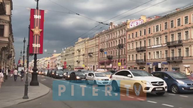 Из-за репетиции Парада Победы в центре Петербурга собрались пробки