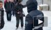 В Приморском районе начался снос гаражей. Петербуржец протестует с помощью гранаты и автомата