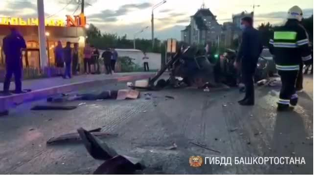 В массовом ДТП с 6 автомобилями в Уфе погибли 3 человека
