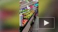 Видео: уволенный грузчик разгромил продуктовый магазин