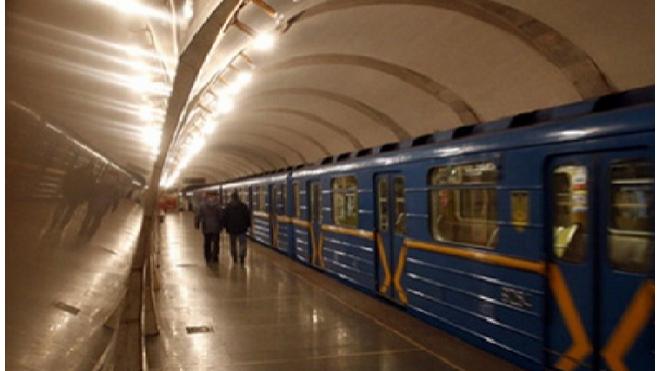 Пассажир метро пожаловался на удар током в поезде, он госпитализирован