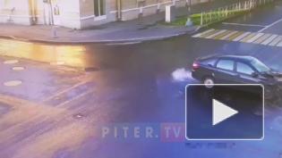 Видео: в Ломоносове столкнулись две иномарки