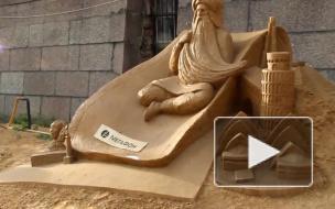 На пляже Петропавловской крепости начали подготовку к фестивалю песчаных скульптур