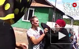 Священник в Молдове устроил драку прямо на похоронах (видео)