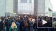 """Очевидцы: у метро """"Дыбенко"""" собралась большая очередь ..."""