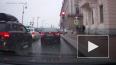 Видео: на набережной Кутузова студенты попали под лавину