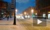 Дорожники Петербурга одновременно вывозят снег и моют дороги