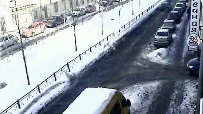 БМВ под каблуком. ДТП на Среднем проспекте