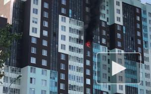 Спасатели эвакуировали пьяного мужчину из горящей квартиры на Комендантском проспекте