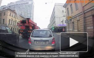 На Рижском проспекте столкнулись мотоцикл и каршеринговый автомобиль