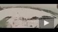 Молодой самарский сноубордист катается по крышам гаражей