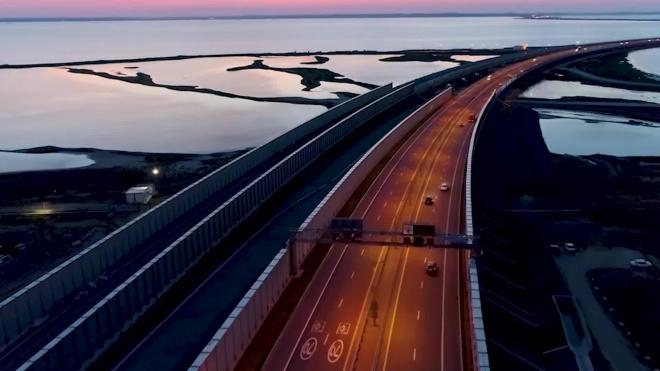 В первом поезде по Крымскому мосту проедут более 600 человек