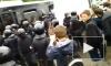 Видео: Участники митинга на Марсовом поле залезали на столбы и сидели в переполненных автозаках