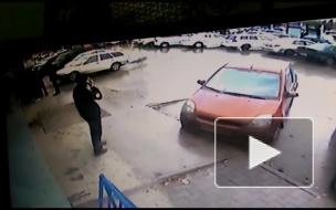 Авария на парковке ТЦ Маяк.