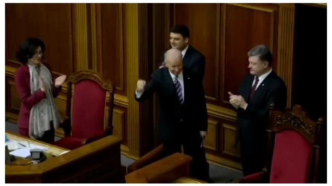 Байден грозился оставить Порошенко без денег, если он не выполнит указаний США
