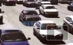 "Видео: мотоциклист упал со своего ""коня"" на Литейном мосту"