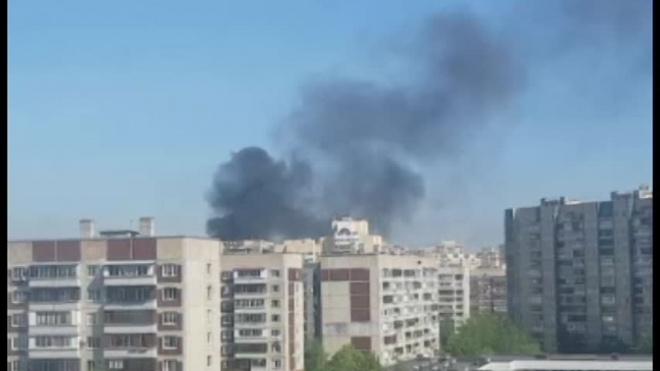 Жителей Невского района испугали клубы черного дыма