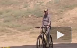 Видео: глава Туркмении расстрелял три мишени верхом на велосипеде