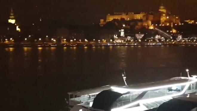 В центре Будапешта затонул катер с туристами
