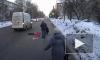 Появилось видео жуткого ДТП в Ижевске: маленькая девочка угодила под колеса микроавтобуса