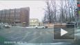 """Видео: на Среднем проспекте в """"зад"""" такси врезалось ..."""