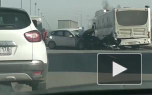 """Водителя """"БМВ"""" госпитализировали после ДТП с фурой и автобусом на Пулковском шоссе"""