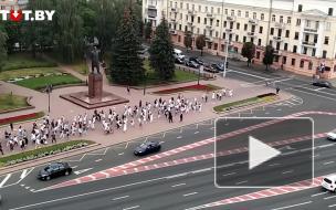 В Минске сотни девушек с белыми розами провели акцию в знак солидарности с оппозицией