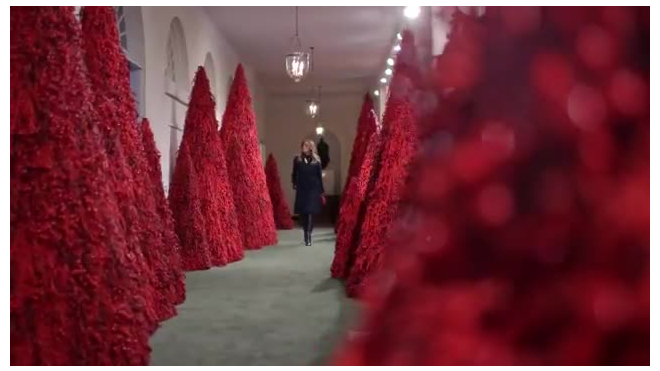 Меланью Трамп обвинили в кровожадности из-за Рождественских елок