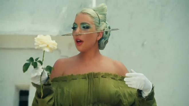 "Леди Гага опубликовала новый клип ""911"" про галлюцинации"
