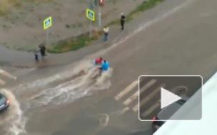В Уфе потоком воды смыло коляску с ребенком