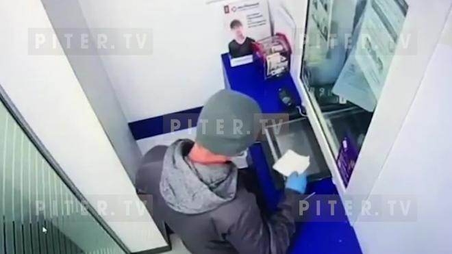 Неизвестный попытался ограбить отделение банка на проспекте Стачек