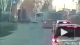 Видео из Новосибирска: Длинномер уронил бетонные плиты н...