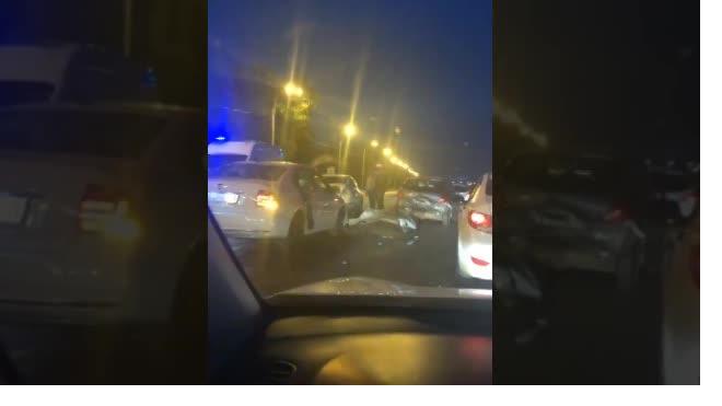 Видео: на Октябрьской набережной произошло тройное ДТП