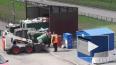 На Парнасе разделенный по контейнерам мусор сбрасывают ...