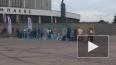 Фанаты занимают очередь на концерт Дженнифер Лопес ...