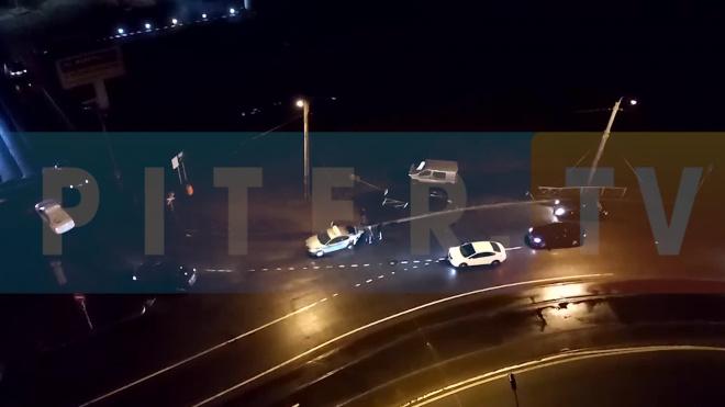 На пересечении улиц Дыбенко и Ленинградской произошло ДТП с участием такси