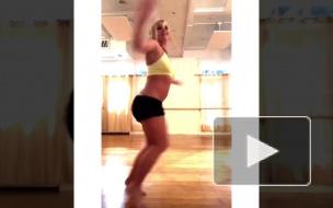 Видео: Располневшая Бритни Спирс станцевала и сломала ногу
