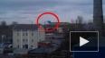 Новый прыжок парашютиста в Петербурге, на этот раз ...