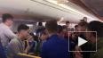 Ирландские студенты устроили шоу на борту самолета ...