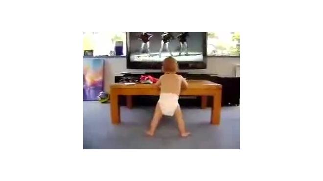 Ребенок-колбасер. По нему плачет танцпол!