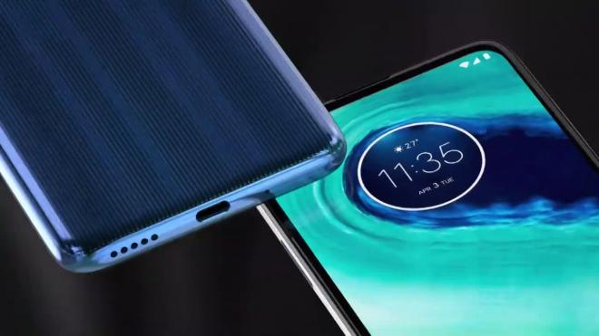Motorola представила в России новый смартфон Moto G8
