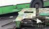 В Колпино крупный объект с прицепа грузовика упал на автобус