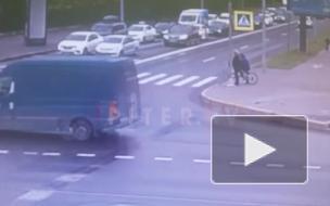 Мальчик на самокате попал под автомобиль на Аптекарской набережной